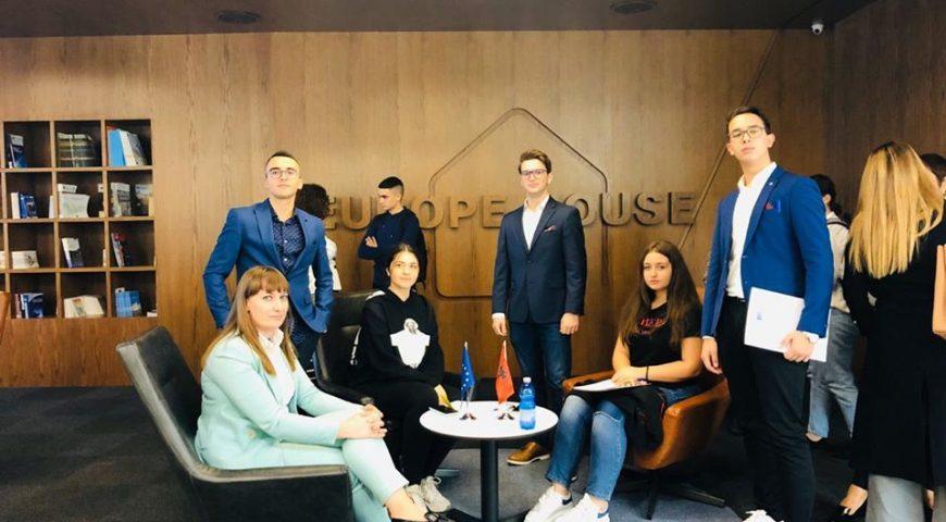 Nxënësit e shkollës sonë në Europe House