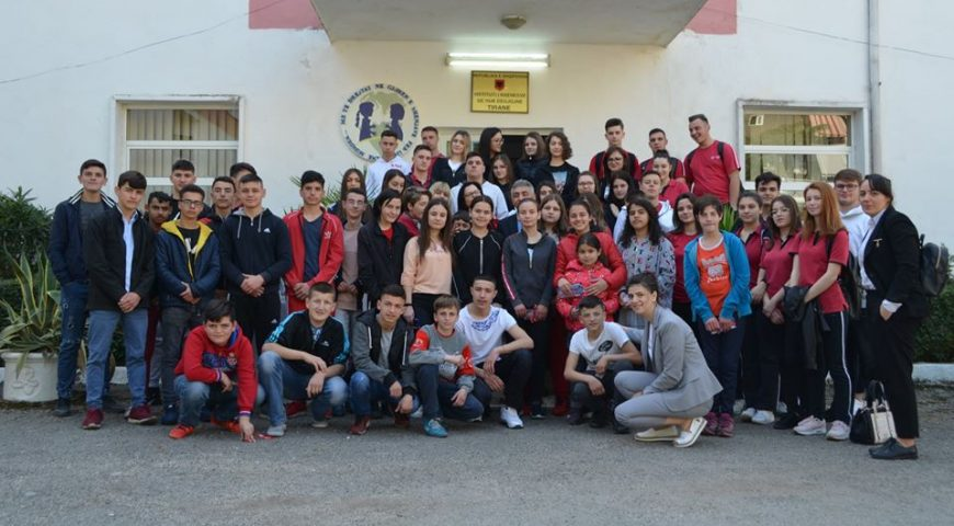 Vizitë në institutin e nxënësve,Tiranë