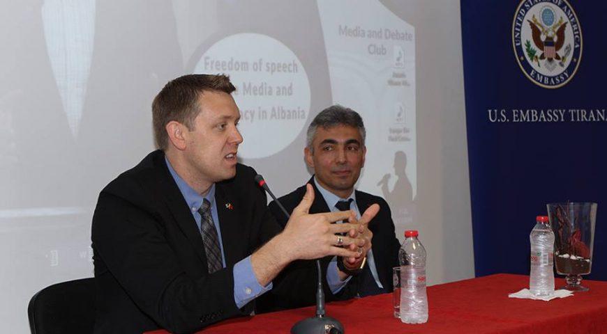 Z. Brian Beckmann bisedë me klubin e debatit